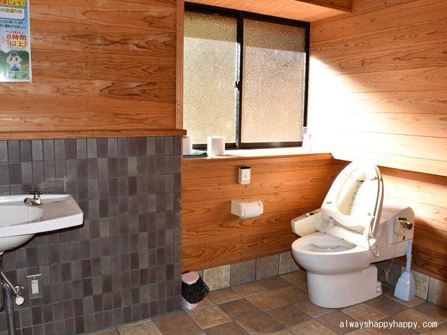 真名子木の香ランドキャンプ場 トイレ